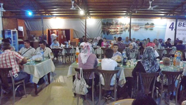 Kaymakamlıktan şehit ailelerine iftar yemeği