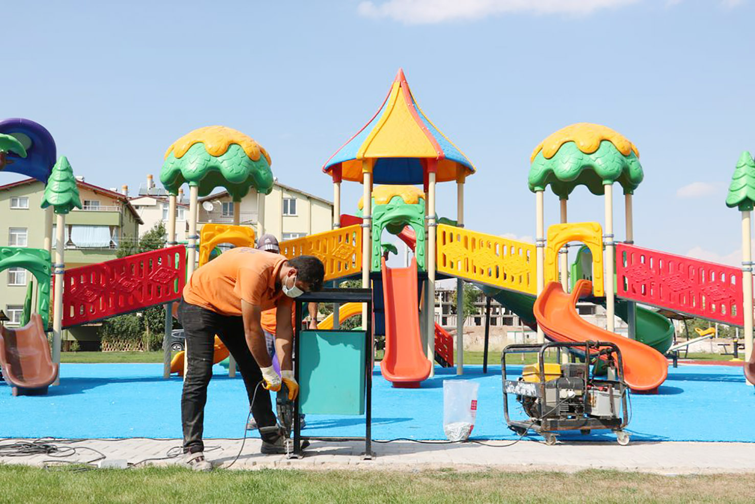 Beyşehir Belediyesi Parklardaki Çöp Kovalarını Yeniledi